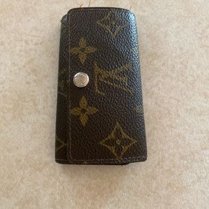 Louis Vuitton 4 key pouch
